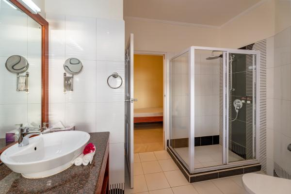 Glacis Heights Villa Superior Deluxe Room 25 7