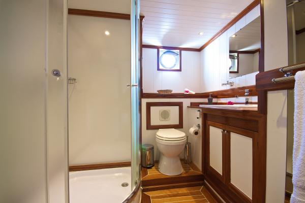 Cabin double bathroom