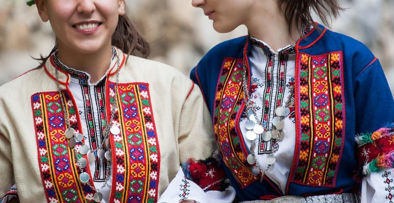 Traditionelles bulgarisches Kostüm